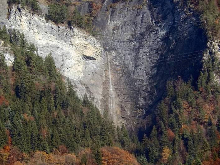 La dernière cascade du torrent de Reninges et ses 105 mètres de chute, vue de Saint-Martin (cliché Bernard Théry, nov. 2014)