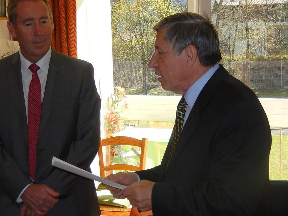 Notre président Pierre Dupraz et Patrick Kollibay, maire de Passy (cliché Bernard Théry, 12 avril 2015)