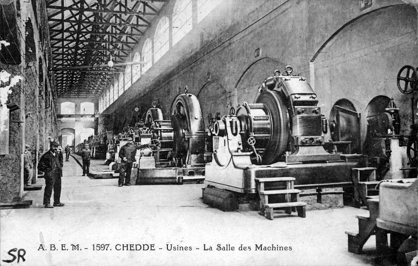 Usine de Chedde, la salle des machines et les alternateurs de la centrale électrique qui aliment l'usine (Pierre Dupraz, Traditions et évolution de Passy, p. 106)