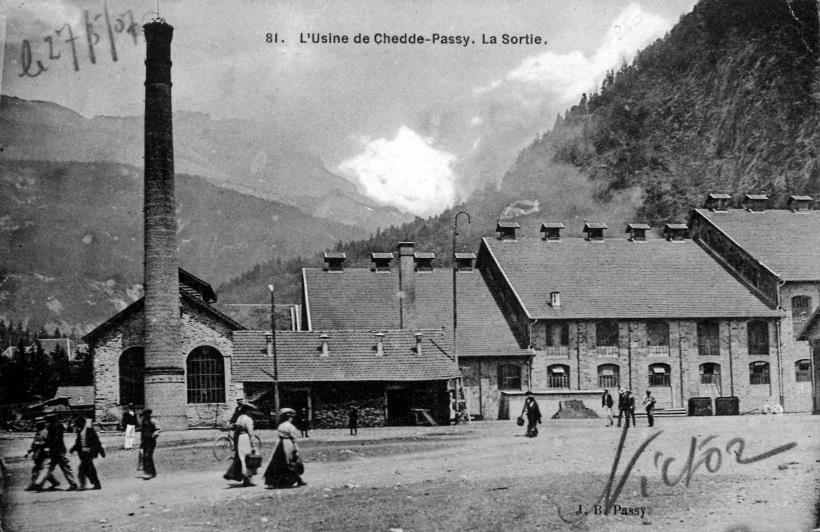 L'Usine de Chedde : la sortie (Pierre Dupraz, Traditions et évolution de Passy, p. 107)