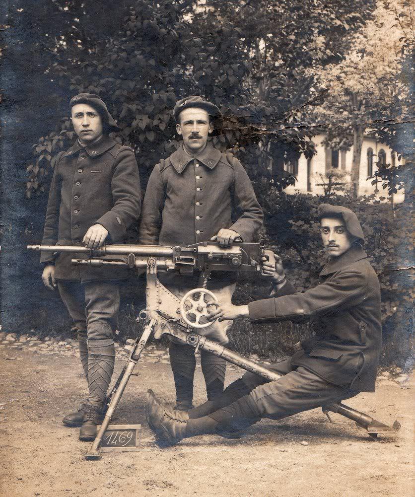 Chasseurs du 11e bataillon et leur mitrailleuse St-Etienne (Source Internet)