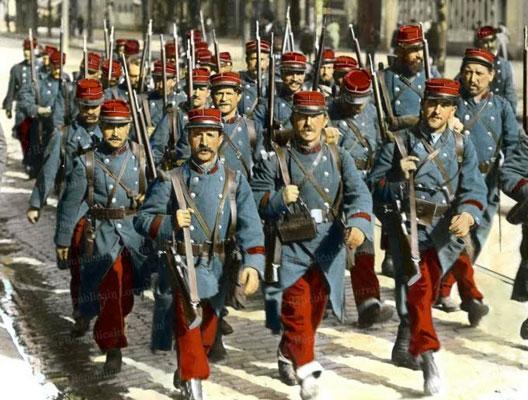 Soldats français lors de la mobilisation d'août 1914 (Internet)