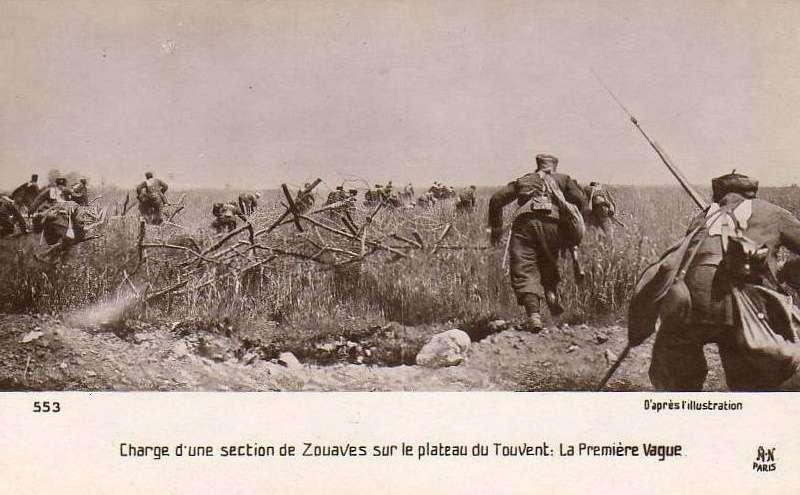 Charge d'une section de Zouaves à Quennevières sur le plateau du Touvent : la première vague à l'assaut (voir carte ci-dessous), d'après le journal l'Illustration (anonyme) (site histoire-image)