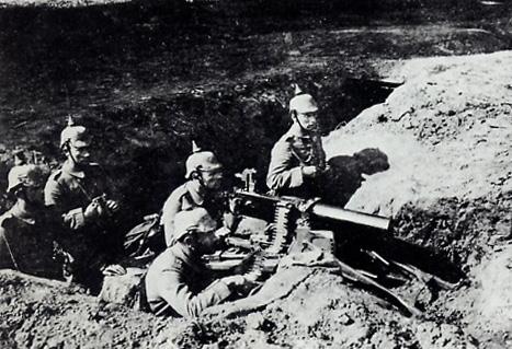 Nid de mitrailleuse allemand pendant l'offensive d'août 1914 (site herodote.net)