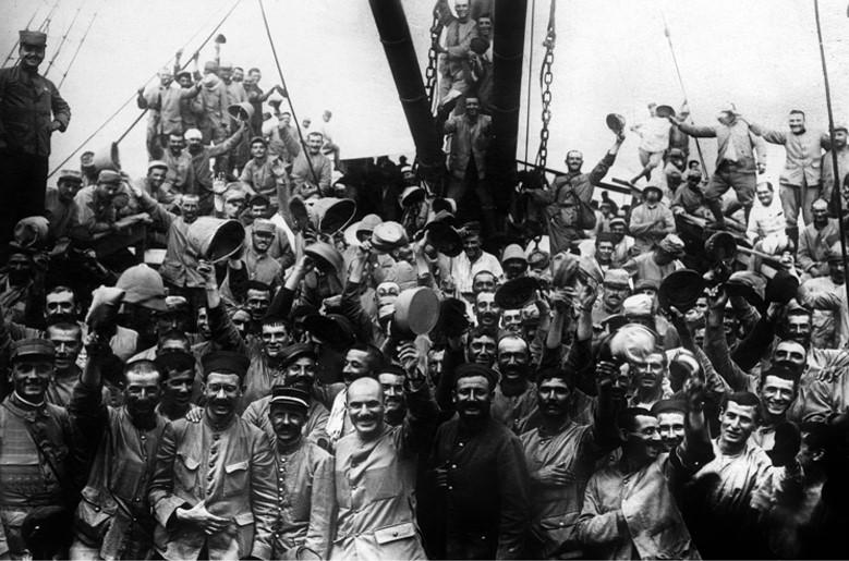 Arrivée des troupes françaises dans le détroit des Dardanelles (site assemblée nationale)