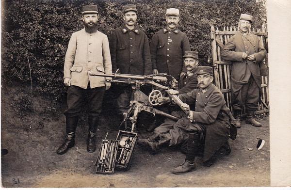 La mitrailleuse St-Etienne et sa caisse à outils (source Internet)
