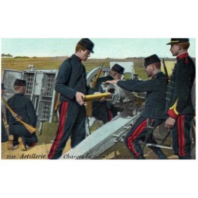 Chargement d'un canon de 75 ; on remarque le caisson à gauche ainsi que la couleur noire de l'uniforme des artilleurs (Source Internet)