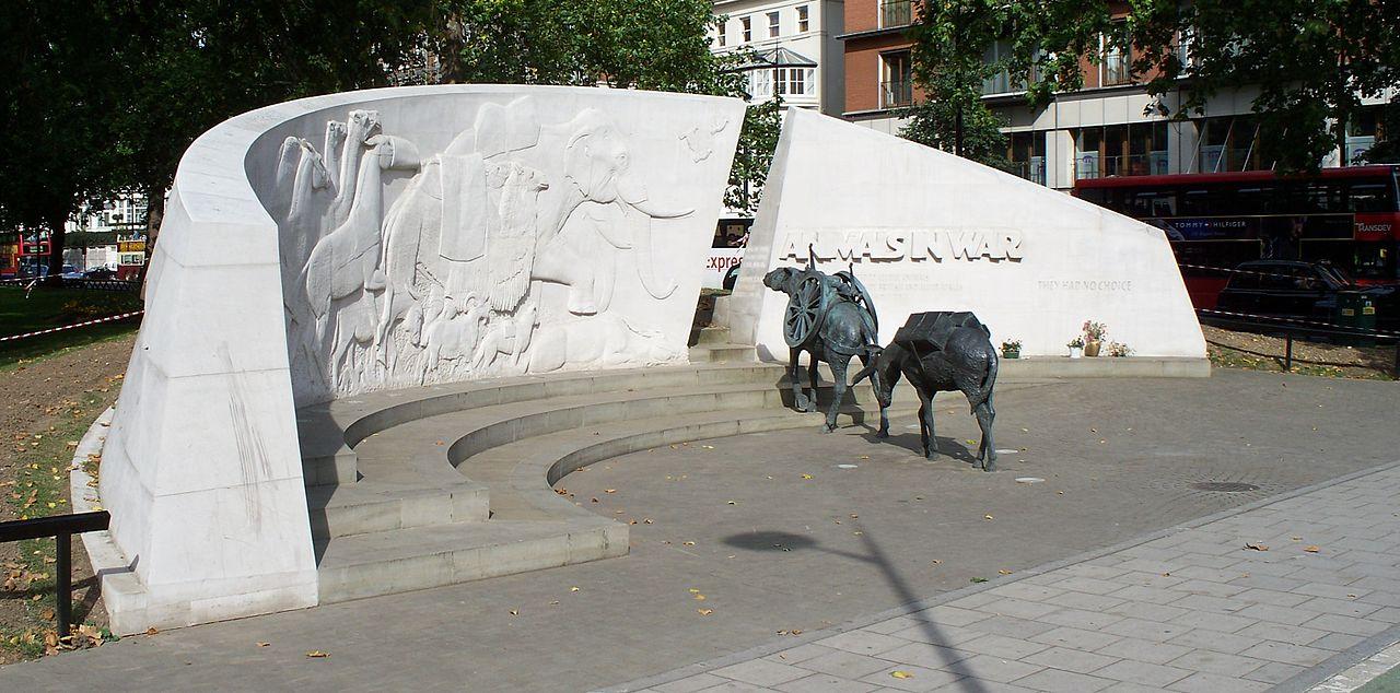 Monument à la gloire des chevaux (Animals in war Memorial) (site Wikipedia, art. Cheval durant la Première Guerre mondiale)