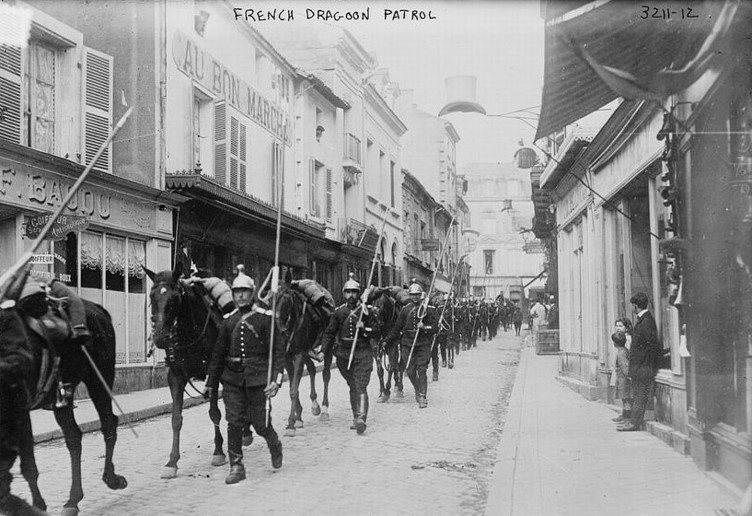 French Army dragoon patrol early in the War (site scrapironflotilla)