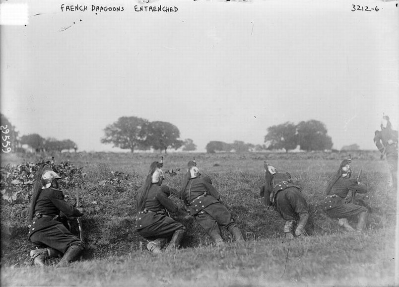 French dragoons taking cover in a shallow ditch, 1914 (site scrapironflotilla)