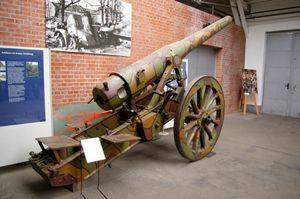 Un canon lourd Allemand de 150 mm, de type 15cm ring Kanone 92 au Musee de la Citadelle de Spandau, près de Berlin (site canonspgmww1guns)