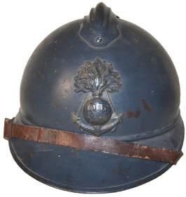 Casque Adrian de l'infanterie coloniale : grenade brochant sur ancre câblée (site world-war-helmets.com)
