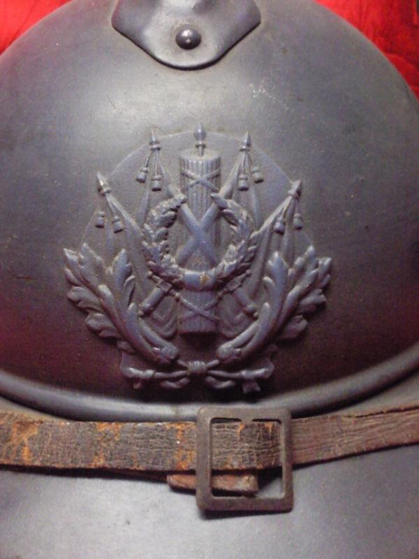 Casque Adrian de l'intendance : épées, drapeaux et faisceau (site fake-hunter.forum-actif.net)