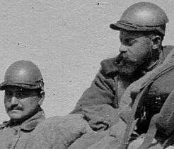 Soldats équipés de la cervelière (site memoire1418)