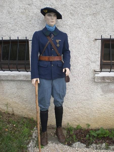 Mannequin d'un chasseur du 6e bataillon de chasseurs alpins, qu'on pourrait situer dans la période 1917-1918 (site lagrandeguerre.cultureforum)