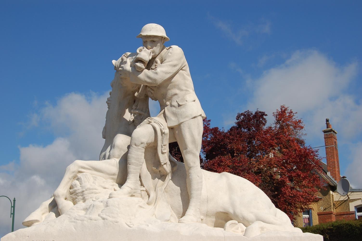 Le Monument du 58th (London) Division Memorial à Chipilly (Somme) – L'artilleur britannique- Henri-Désiré Gauquié sculpteur (site monumentsmorts.univ-lille3)