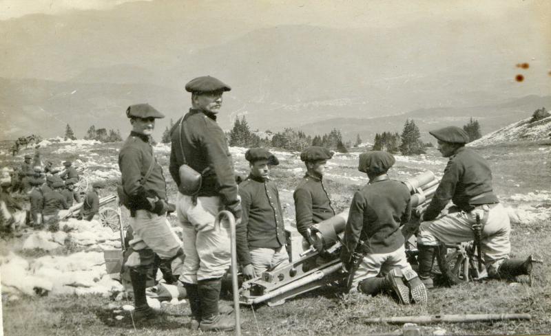 Canon de 65mm modèle 1906 et artilleurs alpins de la 7e Batterie du 1er R.A.M près de Villard-de-Lans en 1910. (Site pages14-18)