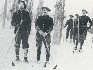 Les soldats du 159e RIA, pionniers du ski (site museemilitairelyon.com)