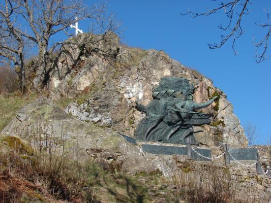 Le monument du 152e R.I. au Vieil Armand (site pages 14-18)