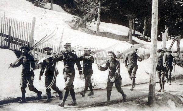 Ecole de ski à Peïra-Cava, commune de Lucéra, Alpes-Maritimes (site mémoire-des-alpins.com )