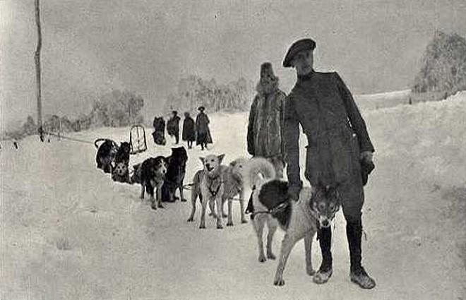 Le lieutenant Haas, consul de France en Alaska, chargé d'instruire les conducteurs français (site chiensdetraineau.free)