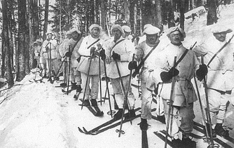 Chasseurs français des troupes alpines en tenue blanche (site ww1blog.osborneink.com)