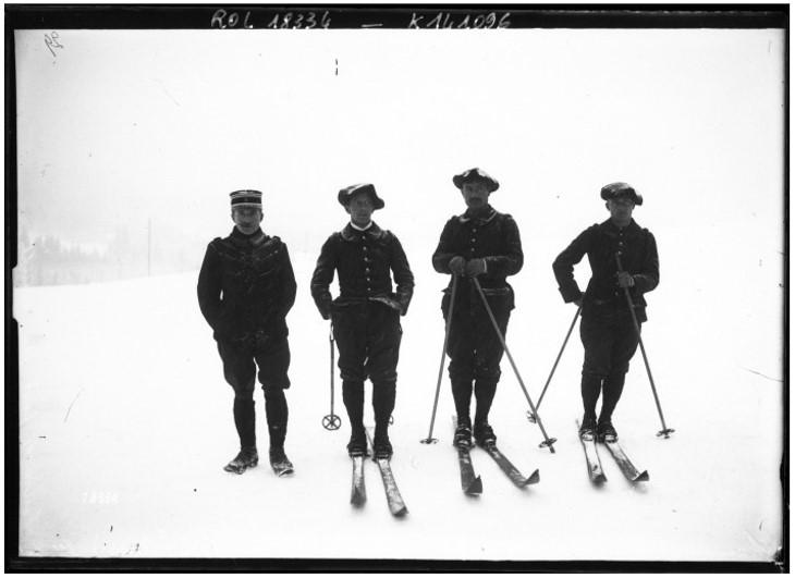 Chamonix, [3] février 1912, équipe du IIe Chasseurs (Annecy, lieutenant Ance) gagnante de la course de fond par équipe [ski, VIe concours international de ski du Club Alpin Français] : [photographie de presse] / [Agence Rol] site gallica.bnf.fr