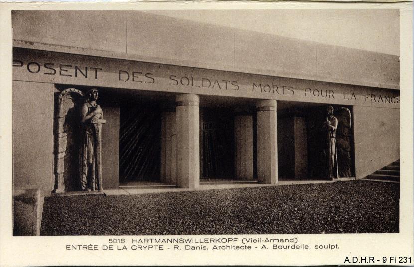 Entrée de la crypte du Mémorial national du Vieil Armand (site front-vosges-14-18.eu)