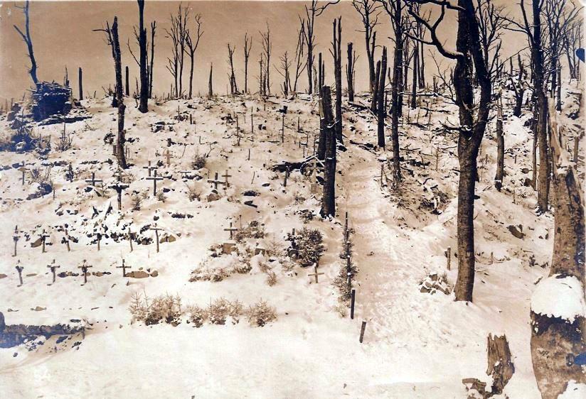 Tombes allemandes dans la neige (site site ww1blog.osborneink.com)