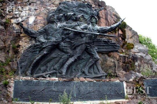Le monument du 152e R.I. au Vieil Armand (site L'Est républicain)