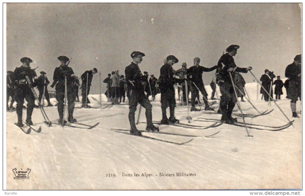Dans les Alpes. Chasseurs militaires (site Delcampe.net)