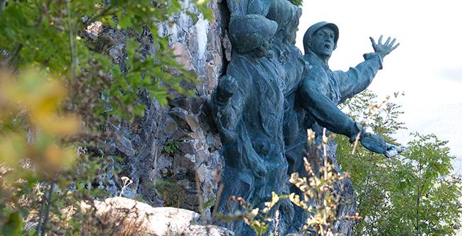 Le monument du 152e R.I. au Vieil Armand (site magazine-2014-été.alsace-tendances.com)