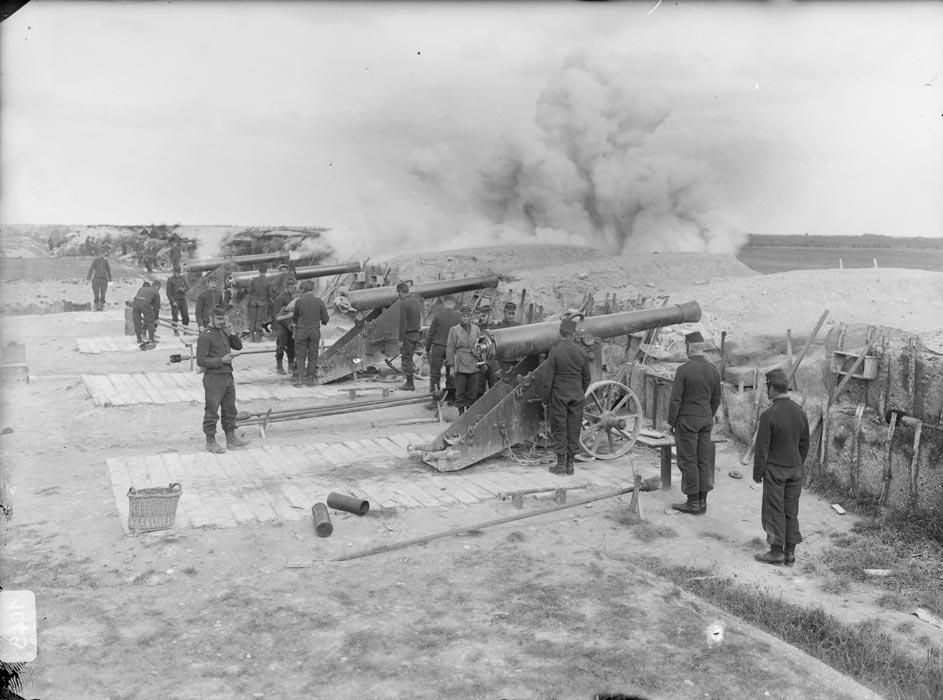 Entraînement des artilleurs, photographie réalisée par les frères Séeberger entre 1910 et 1911 (site archives.ecpad.fr)