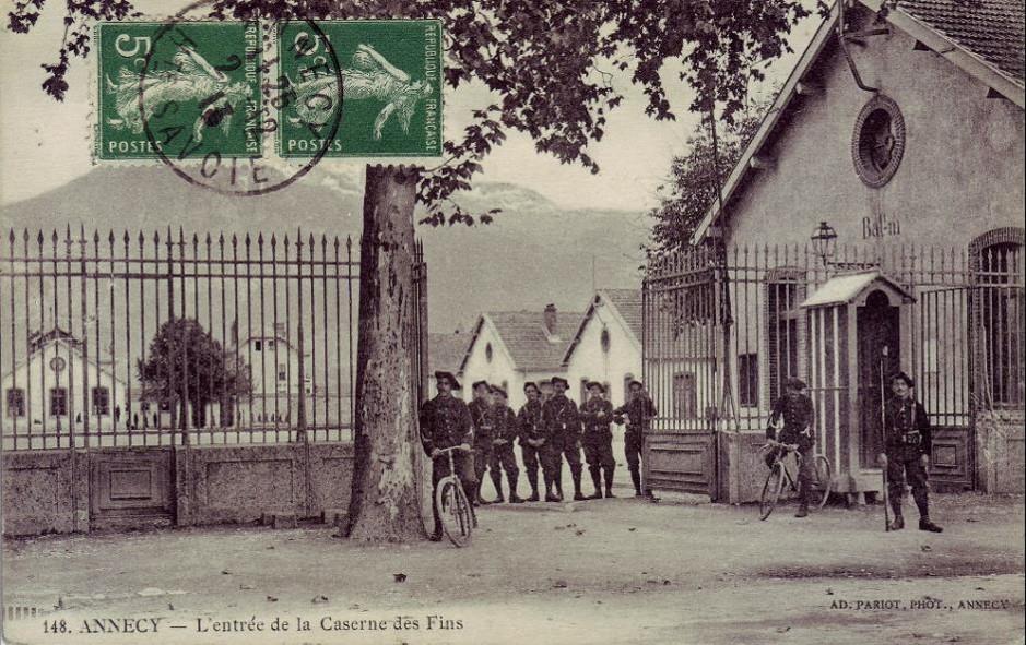 Entrée de la caserne des Fins, 11e BCA, Annecy (site Delcampe)