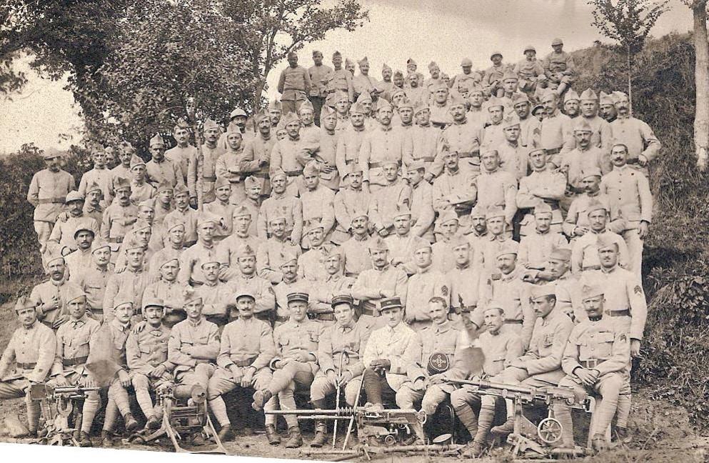 Carte envoyée par Pierre Perroud à ses parents un 15 octobre ; les 106 hommes d'une compagnie (Doc. Jean Perroud, archives familiales)