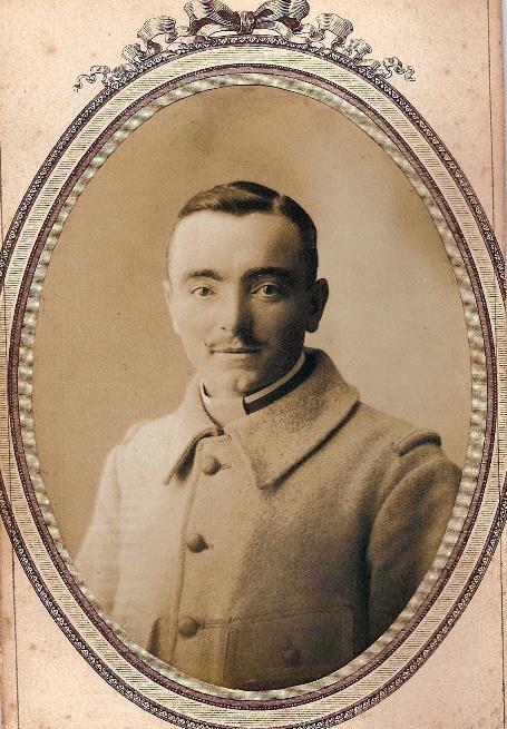 Pierre Perroud, classe 1914, en capote militaire (Doc. Jean Perroud, archives familiales)