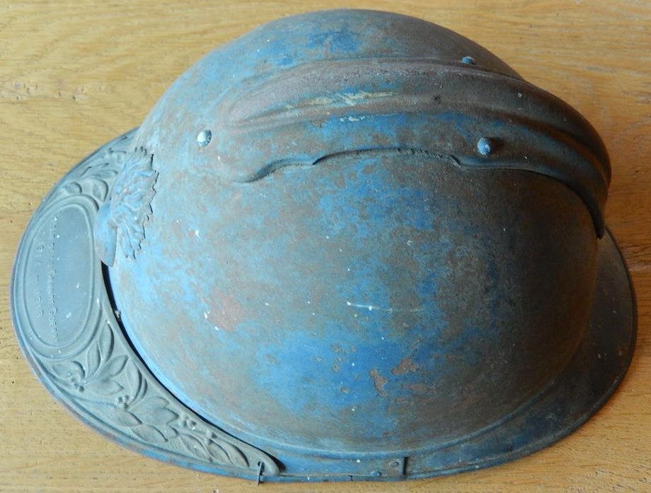 Casque Adrian du Passerand Pierre Perroud, classe 1914 : traces de couleur bleue (Doc. Jean Perroud, archives familiales)