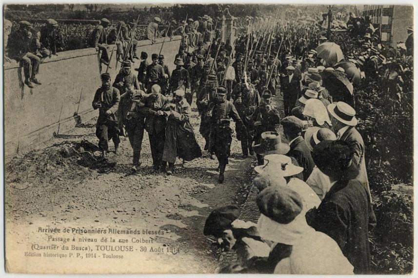 Arrivée de prisonniers allemands blessés à Toulouse (site patrimoine.midipyrenees.fr)