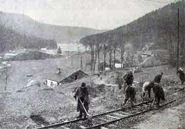 Territoriaux réparant une voie ferrée à la Schlucht (site alsace1418.fr)