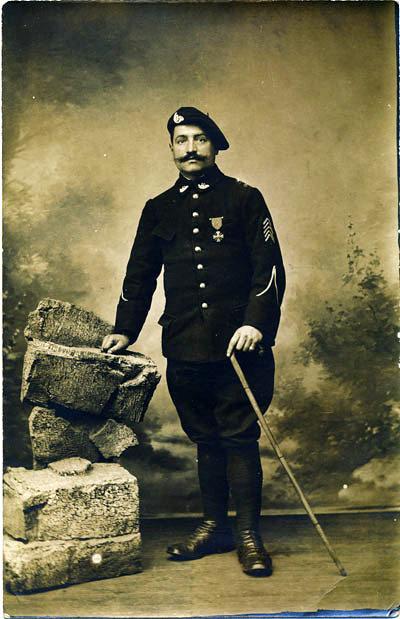 Vers 1917-1918 : Un adjudant du 11e BCAP (site alpins.fr)