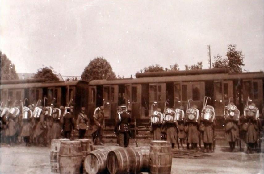 """""""Mobilisation, la Haute-Savoie aux fronts"""" : départ d'un bataillon du 30ème Régiment d'Infanterie à Thonon-les-Bains en août 1914.Cliché Léon Quiblier (ADHS)"""