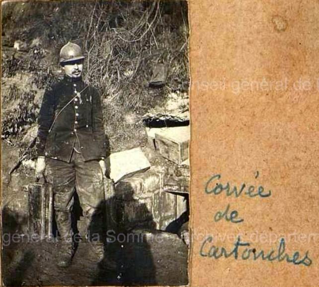 Corvée de cartouches ; photo pris après l'été 1915 vu la présence du casque Adrian (site soissonnais14-18.net)