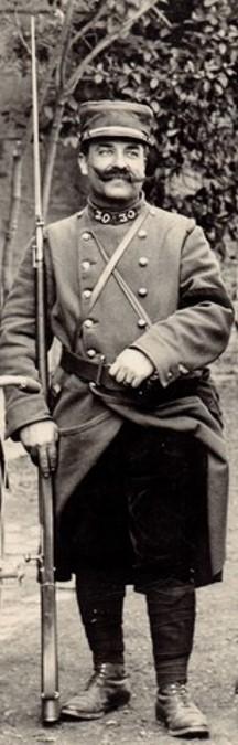 Photo du 26 avril 1915, envoyée de Chartres par un militaire (moustachu) du 30ème RI à sa famille (Site lagrandeguerre.cultureforum.net)