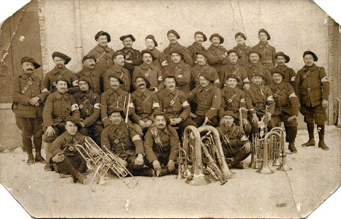 Musiciens-infirmiers du 22e BCAP en février 1917 (site alpins.fr, page 22eme BCA guerre 14 18)