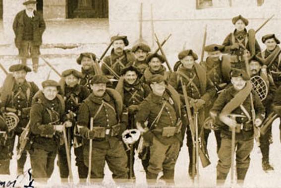 Les hommes du 22ème BCA portent tout l'équipement pour affronter la montagne (site alpins.fr)