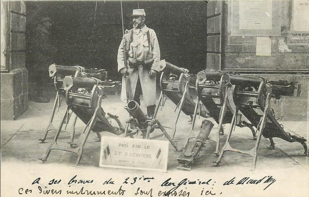 Armement pris par des soldats du 23e RI : « A ses braves du 23e, leur général de Maud'huy » (site gw.geneanet.org)