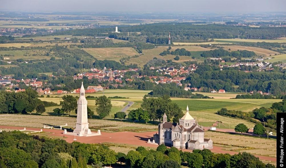 Le cimetière militaire de Notre-Dame-de-Lorette, vue panoramique (site france3-regions.francetvinfo.fr)