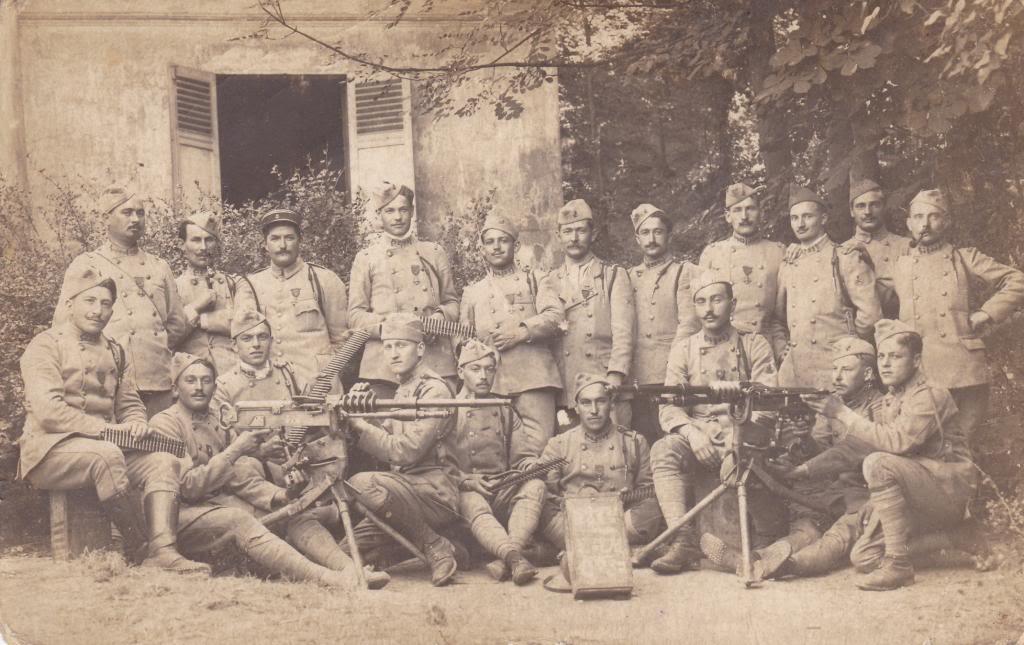 Un groupe du 52e RI, classe 1917 (site pages14-18)