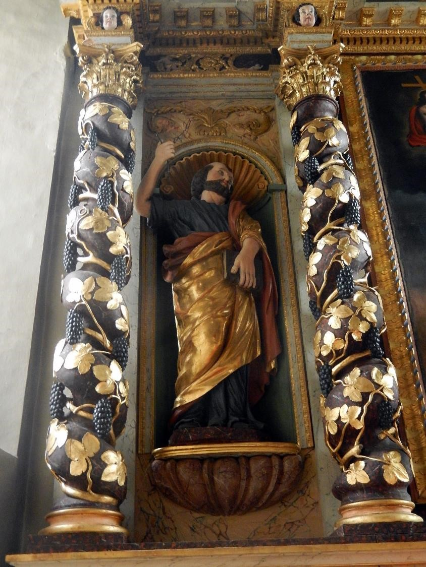 Retable de l'église St-Pierre-St-Paul, Passy : saint Pierre dans la niche de gauche (cliché Bernard Théry, mars 2016)