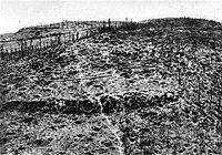 Mont Kemmel à la fin de la première Guerre mondiale (1918), après pilonnage par les obus de l'artillerie